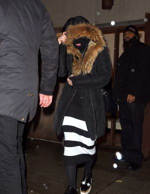 20150308-pictures-madonna-out-and-about-new-york-purim-05