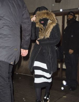 20150308-pictures-madonna-out-and-about-new-york-purim-04
