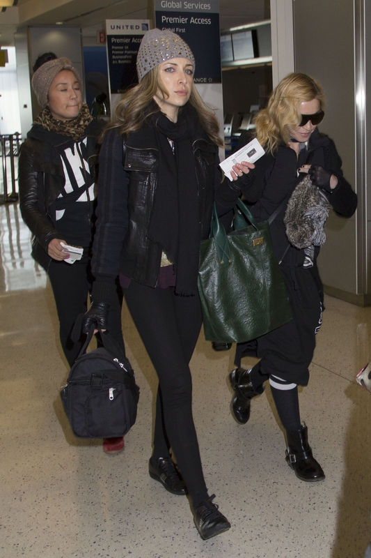 20140124-pictures-madonna-jfk-airport-new-york-03