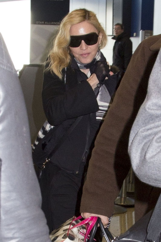 20140124-pictures-madonna-jfk-airport-new-york-02
