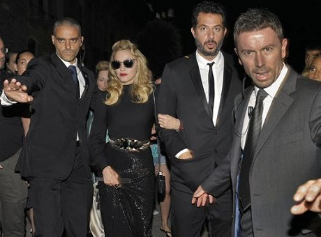 venice_020911_gucci_arrive_news