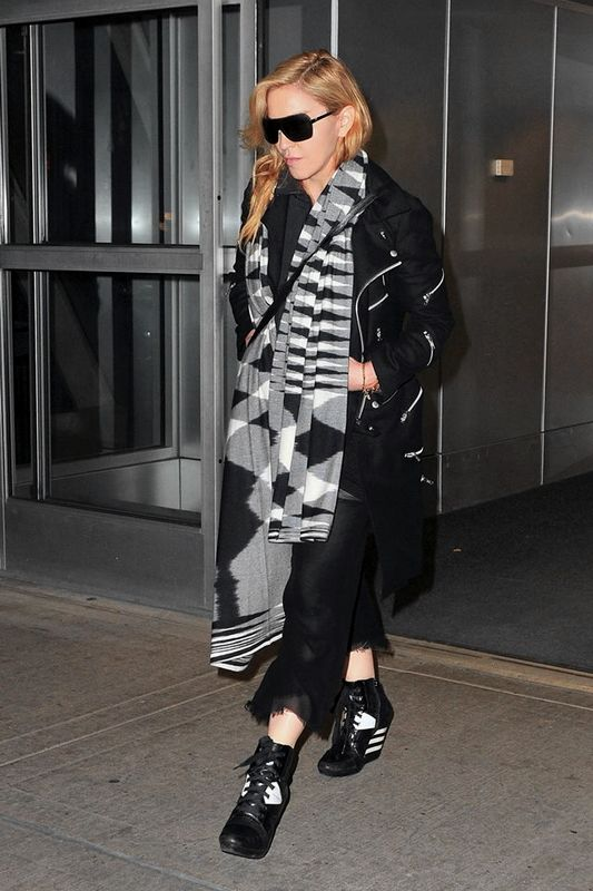 20131120-pictures-madonna-jfk-airport-new-york-02