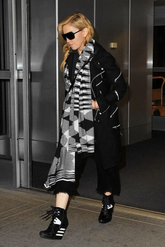 20131120-pictures-madonna-jfk-airport-new-york-01