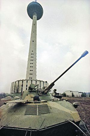 soviet-tank-vilnjus_1991