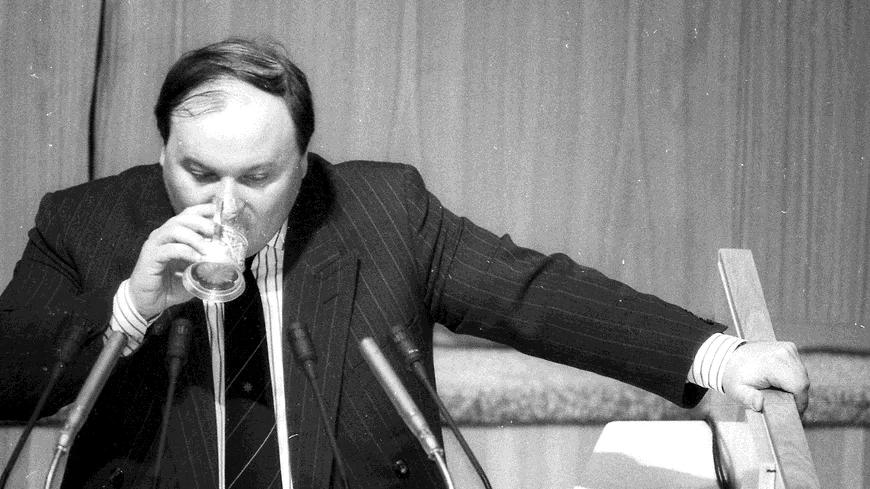 В ноябре 1991 года Егор Гайдар был назначен заместителем председателя правительства РСФСР по вопросам экономической политики. Именно ему выпало провести самые радикальные в новейшей истории России экономические реформыФото: Валерий Киселев / Коммерсантъ