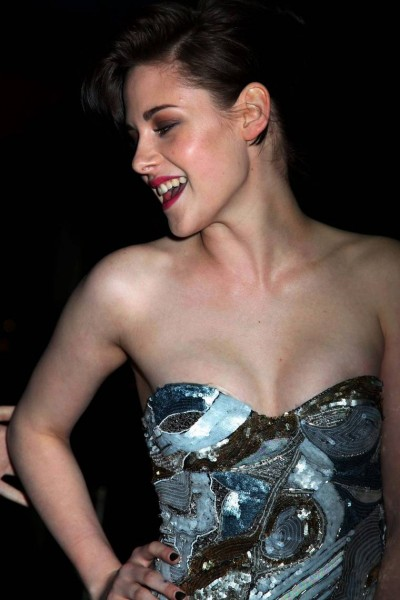 kristen-stewart-at-the-runaways-premiere-in-new-york-01