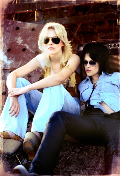 the-runaways-kristen-stewart-dakota-fanning+