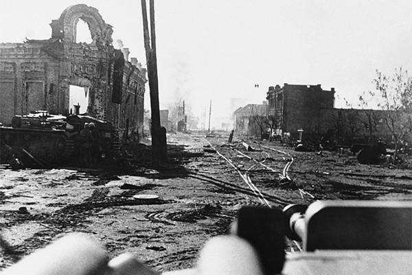 Руины Сталинграда 5 ноября 1942 года. Вид с танка- copy