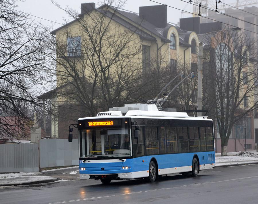 05aa98f2c766fe Зважаючи на те, що у місті більшість тролейбусів мають біло-зелене або  біло-синє забарвлення, то варто було б його продублювати так само на  Богданах, ...