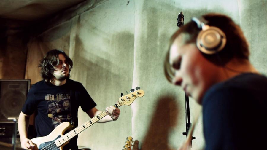 Бас гитара и барабан