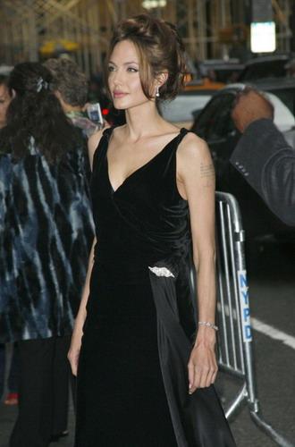 Angelina Jolie. Всё также хороша.  10 фото