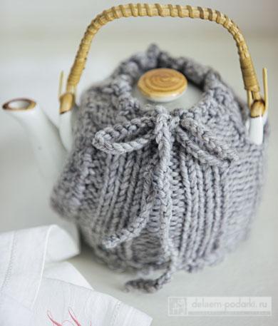 заварочный чайник в в вязаной кофточке