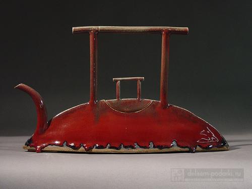 красный длинный керамический чайник