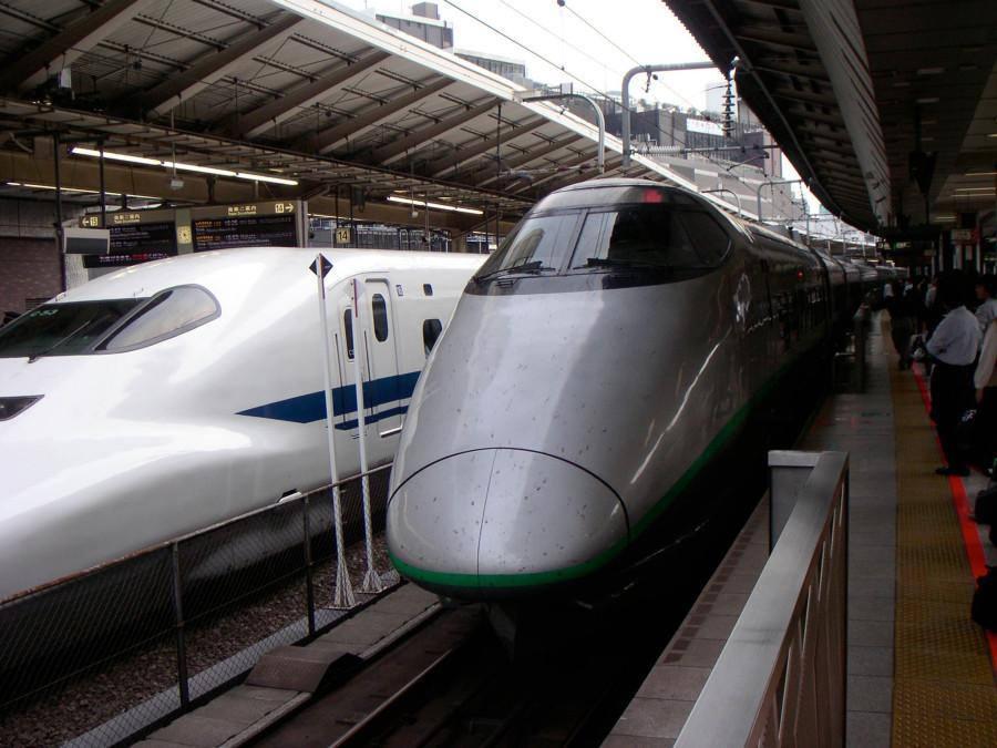 400_series_Shinkansen_train_at_Tokyo_Station