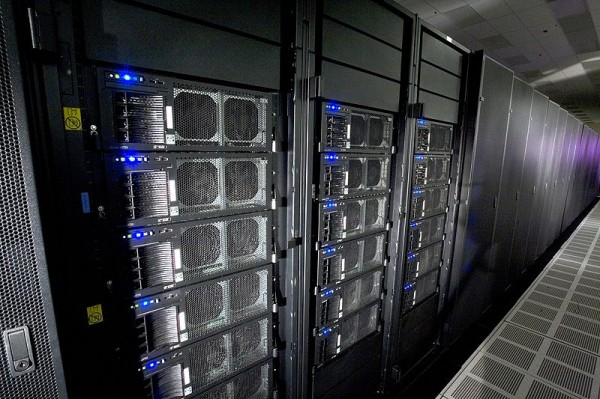 800px-Roadrunner_supercomputer_HiRes
