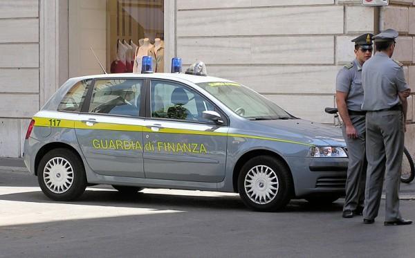 800px-Guardia.di.finanza.car.arp