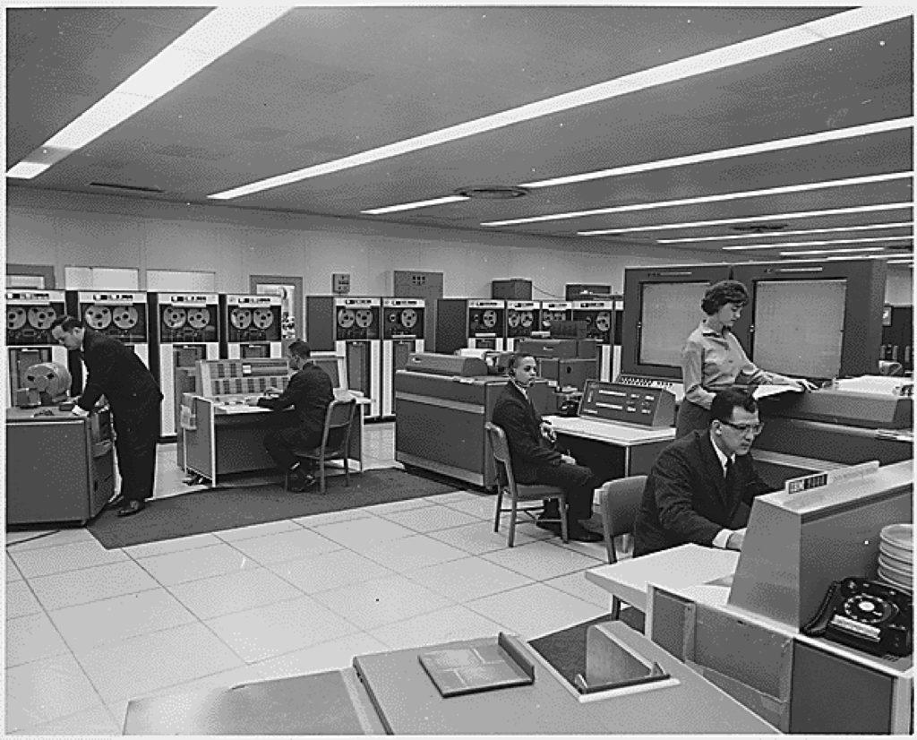Бардин, Шокли и Браттейн в лаборатории Bell, 1948 год