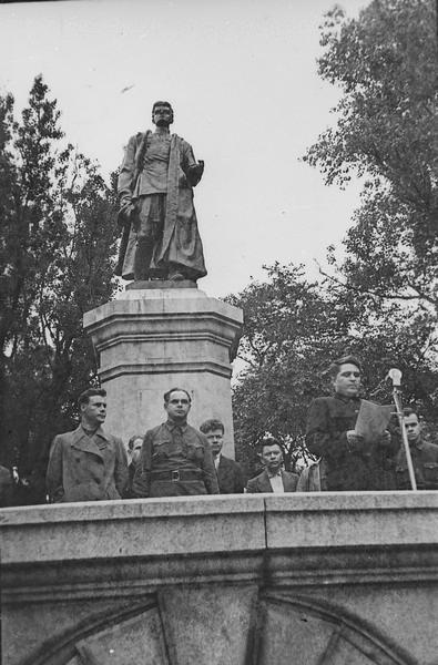 Открытие памятника Сергею Лазо, г. Владивосток, 12 августа 1945 г. ГАПК, фотофонд, 0441