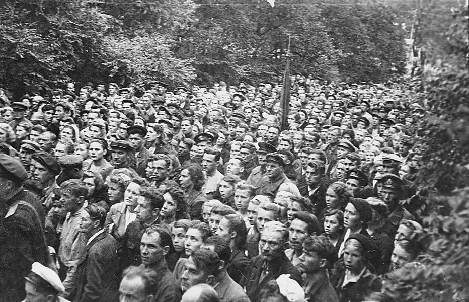 Открытие памятника Сергею Лазо, г. Владивосток, 12 августа 1945 г. ГАПК, фотофонд, 0441б