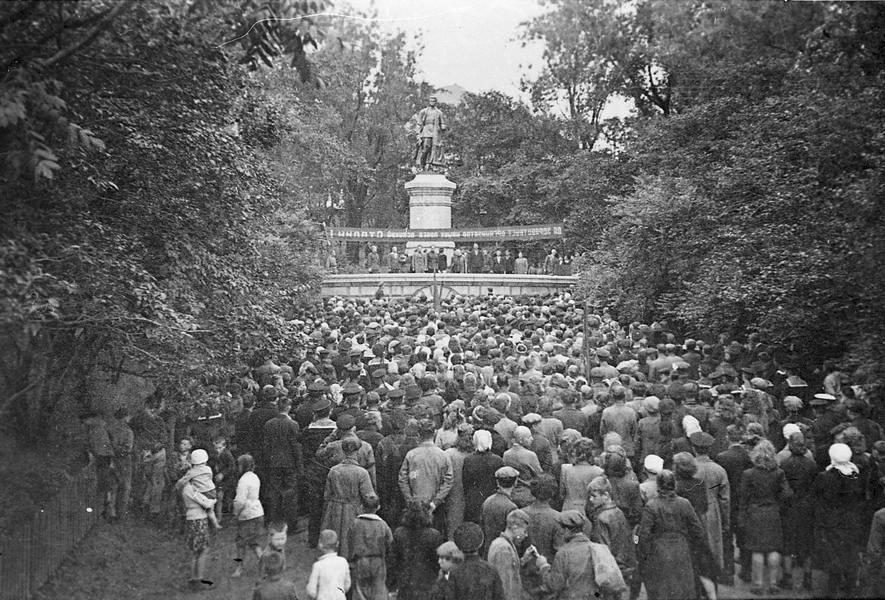 Открытие памятника Сергею Лазо, г. Владивосток, 12 августа 1945 г. ГАПК, фотофонд, 0441в