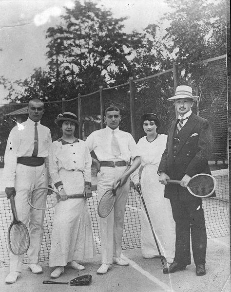 Сергей Лазо (1-й слева) с друзьями по игре в теннис ГАПК, фотофонд, П-9597