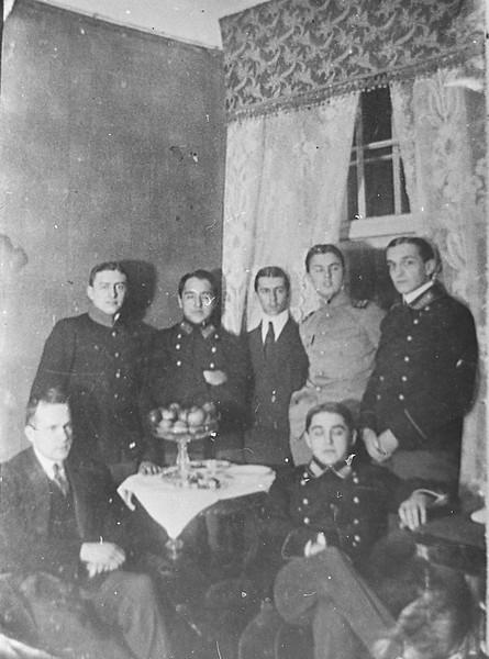 В комнате Лазо на Загородном проспекте в Петербурге, осень 1913 ГАПК, фотофонд, 01812