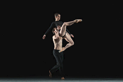 William Bracewell and Anna Rose O'Sullivan in Infra, The Royal Ballet © 2018 ROH. Photograph by Helen Maybanks