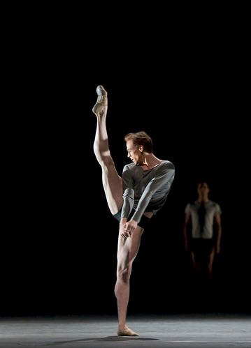 Edward Watson in Infra © Bill Cooper/ROH 2010
