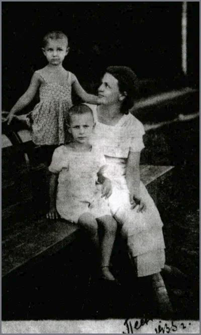Ольга с детьми за год до ареста