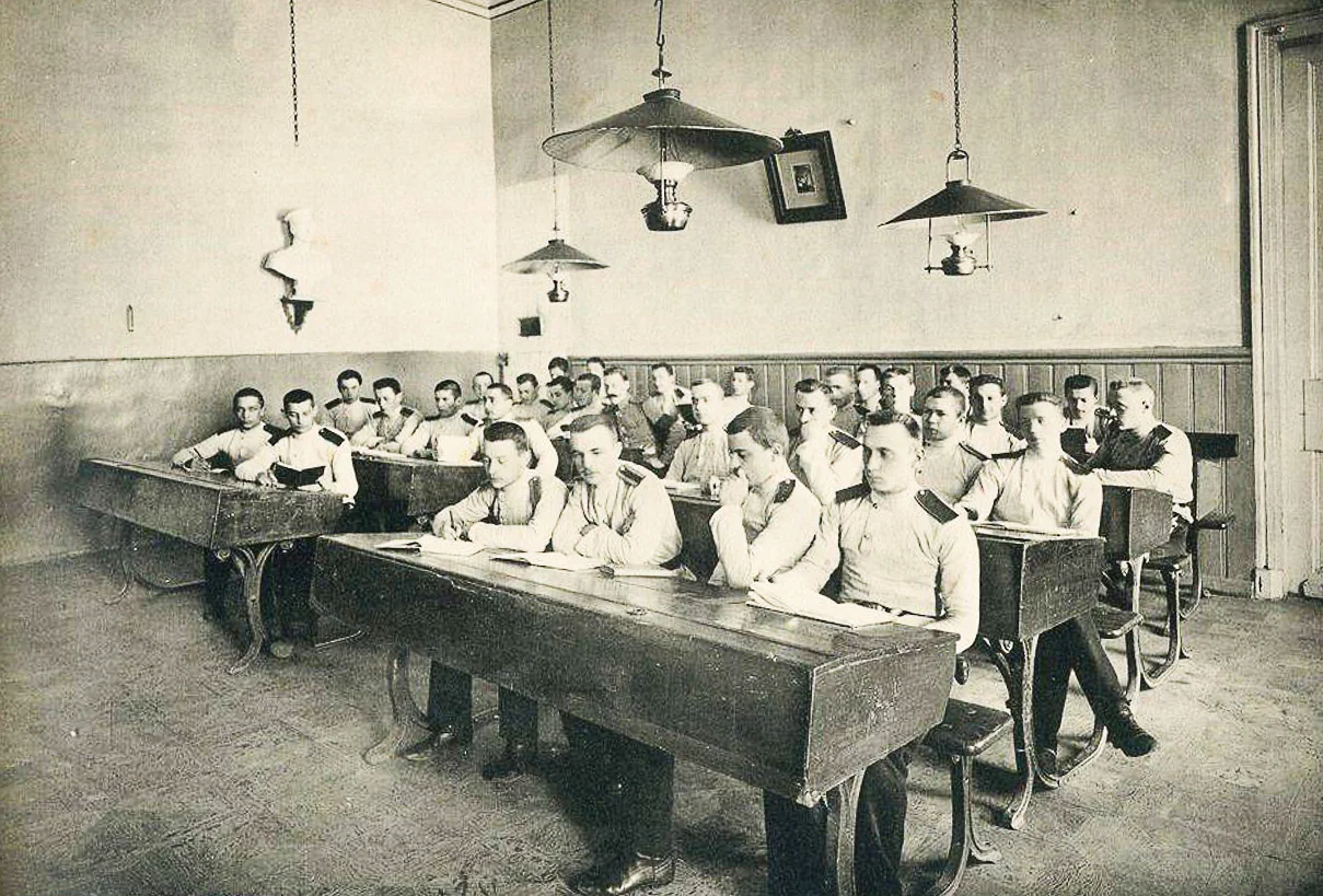 На занятиях в Московском военном училище. Начало ХХ века