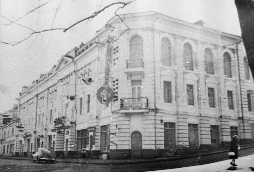 Гостиница «Челюскин» (ранее Версаль). В 1920 г. в этом здании работал Военный совет. г. Владивосток ГАПК, фотофонд, 01819