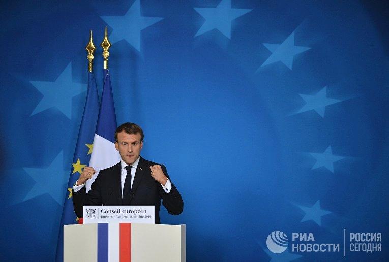 Президент Франции Эммануэль Макрон выступает на саммите ЕС в Брюсселе./ © AP Photo, Francois Mori