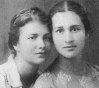 Елена Доленко и Люся Б.