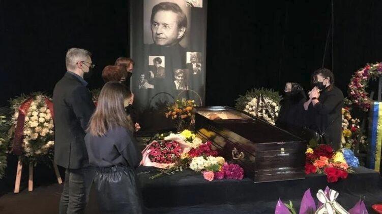 На похороны Виктюка во Львове пришли его близкие и несколько десятков львовян. Фото: Ирина Панчишин, 24 канал