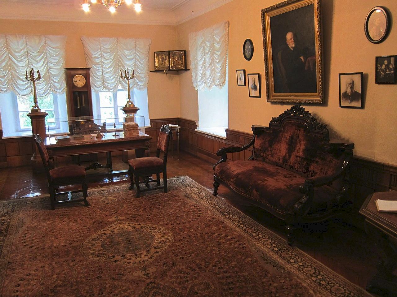Интерьер музея-усадьбы Пирогова в Виннице