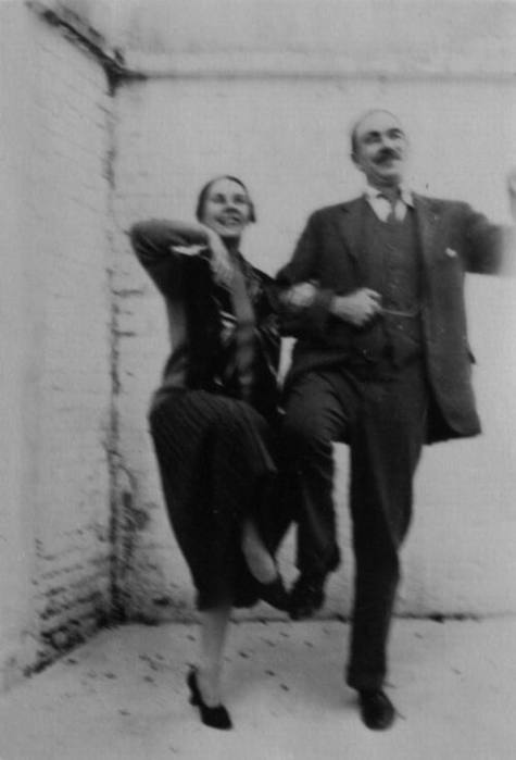 Lydia and Maynard dance their signature piece, the 'Keynes-Keynes'