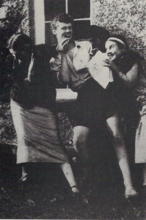Lydia (right) with members of the Bloomsbury Group, Virgina Woolf and Quentin Bell