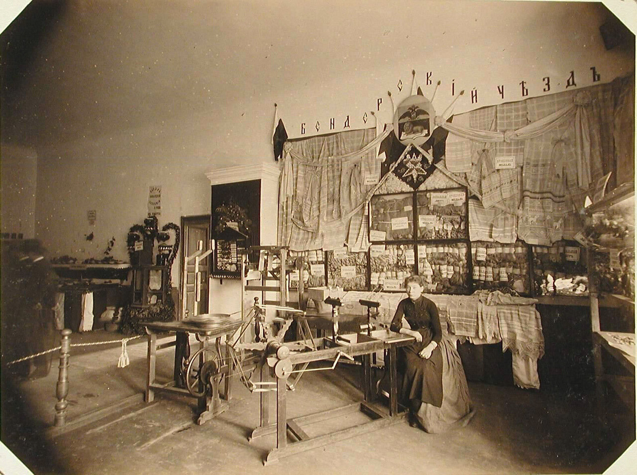 19. Внутренний вид одного из павильонов отдела шелководства, где выставлены образцы продукции различных артелей Бендеровского уезда