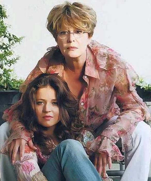 Марина Неёлова с дочкой Никой. / Фото: www.mk.ru
