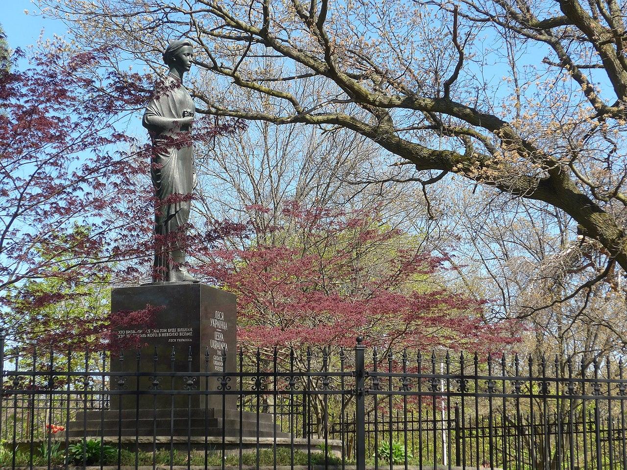 Памятник в High Park, в Торонто скульптора Михаила Черешневского с цитатой «Хто визволиться сам, той буде вільний, хто визволить кого, в неволю візьме». Построен в 1975 году.