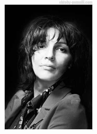 Теджетова, Евгения Алексеевна (17 июля 1969, Ашхабад — 20 ноября 2013, Москва) — российская певица, поэтесса, композитор, создательница и вокалистка нео-ретро-группы «Салют».