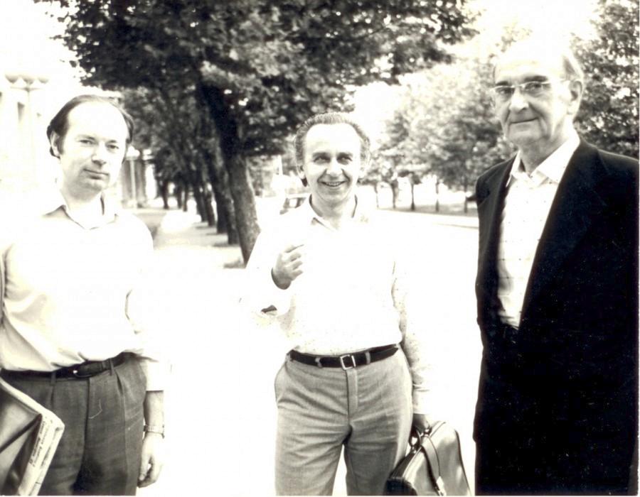 На снимке: Юрий Александрович Фортунатов, Павел Борисович Ривилис и автор этих строк. Кишинев, 1985