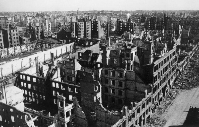 Масштабы разрушений в Гамбурге посеяли страх и панику по всей Германии