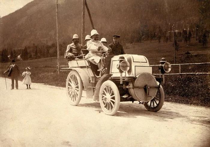 Эмиль Еллинек на гонках за рулем своего Даймлера «Феникс», 1899 г.
