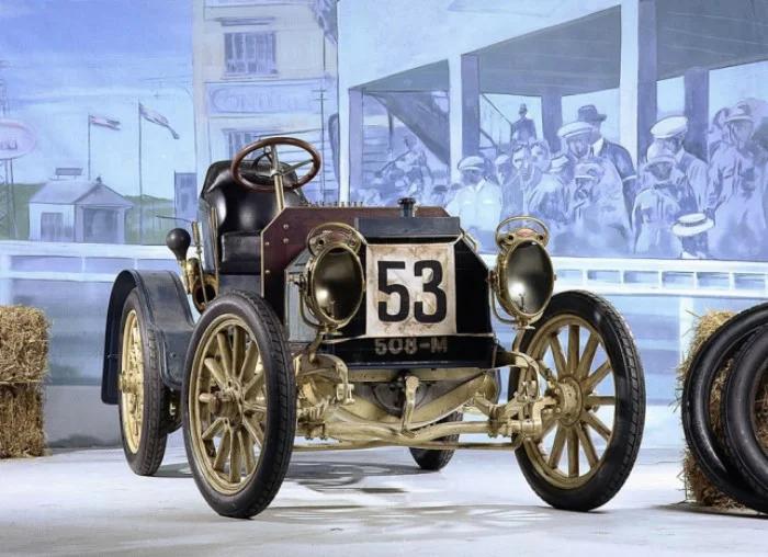 Самый старый из сохранившихся автомобилей Mercedes Simplex 1902 года