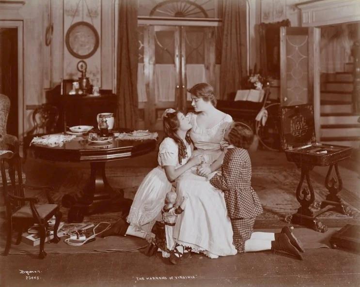 Сцена из спектакля, ок. 1907-08. Мэри — слева. (сс) Wikimedia Commons