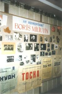 009 2003 г Кишинёв   Выставка в  фойе Нац Оперного театра