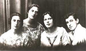001a 1921 год   Маруся, Нина, Лена, Боря Милютины