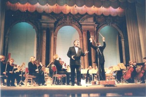 021 2003 г Оперный театр Концерт памяти Б С  Поёт М Мунтян