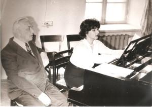 019 1985  г апрель   В оперном классе Б С За роялем ИРИНКА